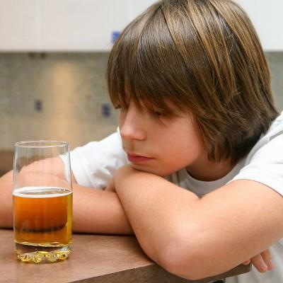 Вовлечение несовершеннолетних в распитии алкоголя, является асоциальным поведением