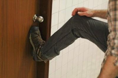 Нарушить неприкосновенность частного жилья