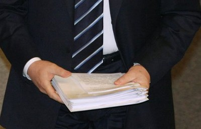 Мне стало известно о подлоге служебных документов