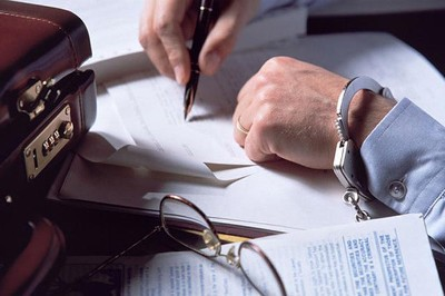 Уголовная ответственноть предусмотренная за незаконное участие в предпринимательской деятельности