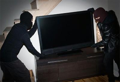 В чем отличие изъятия чужого имущества при грабеже от других приступлений?