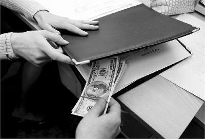 Какая статья предусмотрена за вымогательство денег?
