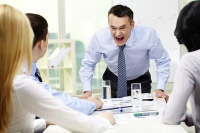 Как наказать начальника за оскорбление
