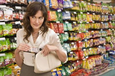 Какие бывают кражи в магазине и какую ответственность несёт за воровство преступник?
